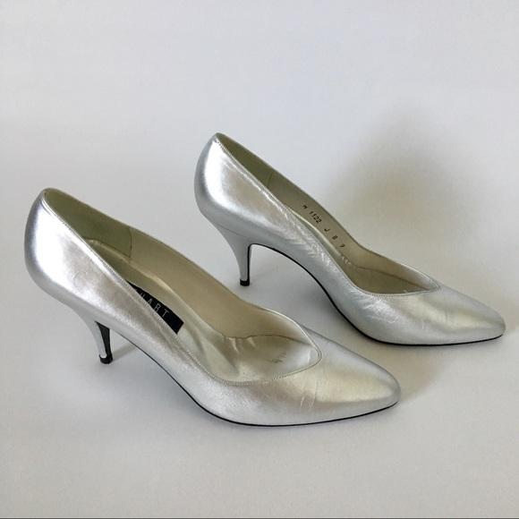 be6d96c7a0d Silver vintage Stuart Weitzman heels. M 5a4b09848af1c5031707765a